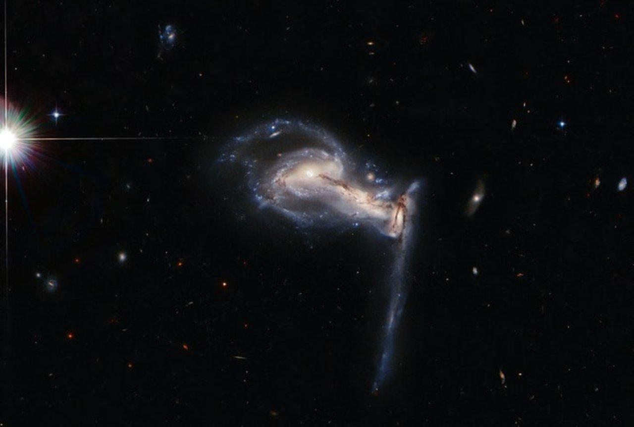 Hubble cattura 3 galassie che si annientano (Foto Inverse.com)