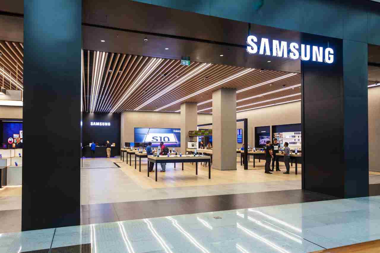 Samsung, competitor con Xiaomi per la vendita di smartphone in Europa (Adobe Stock)