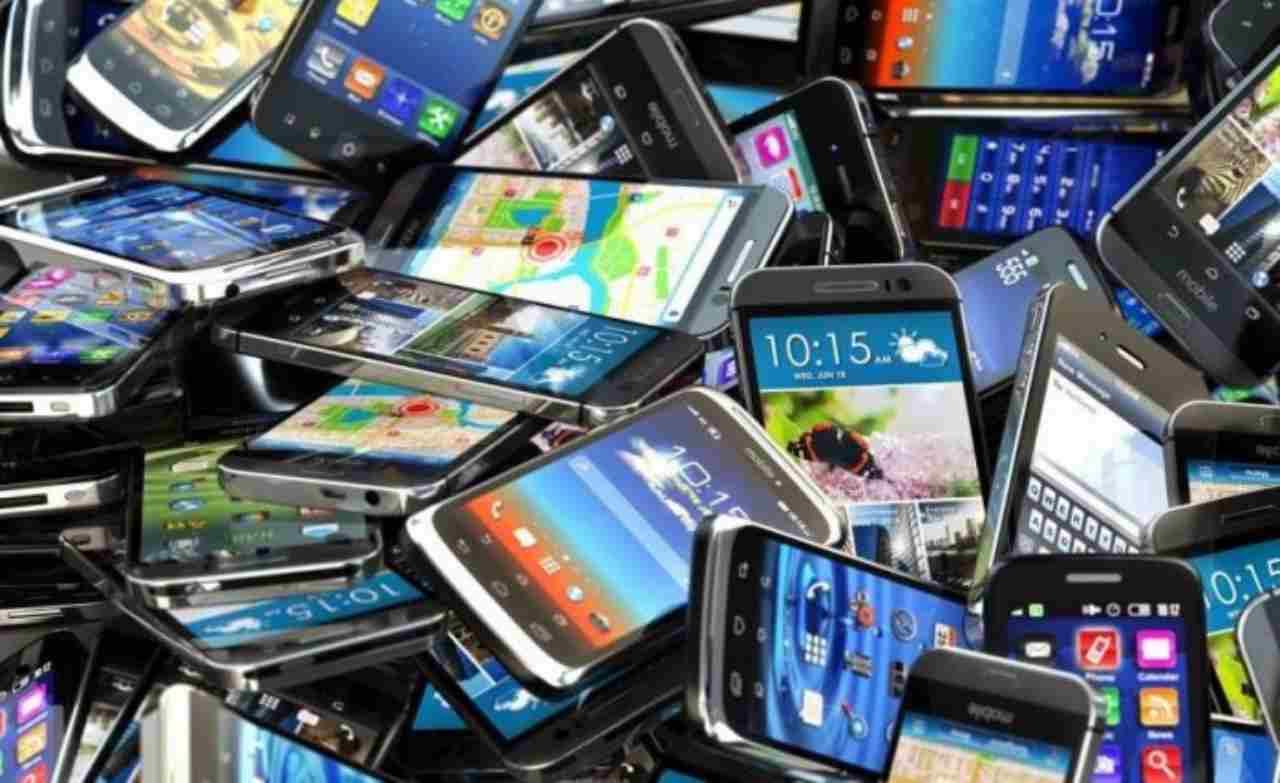 Smaltimento smartphone (Foto Prezzogiusto)