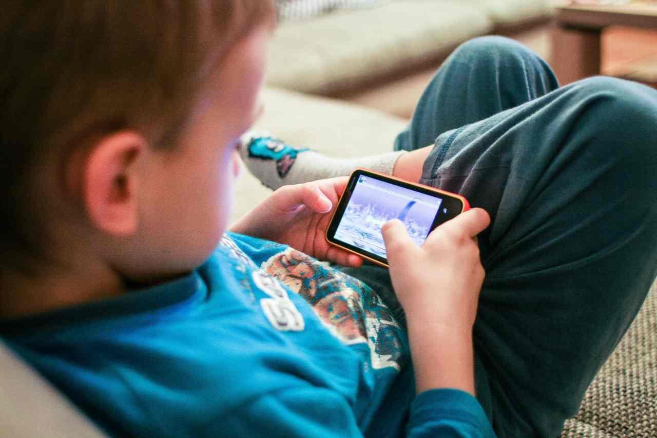 Smartphone e bambini: consigli degli esperti (Foto Consigli.it)