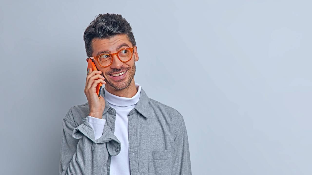 Happy customer smartphone promo