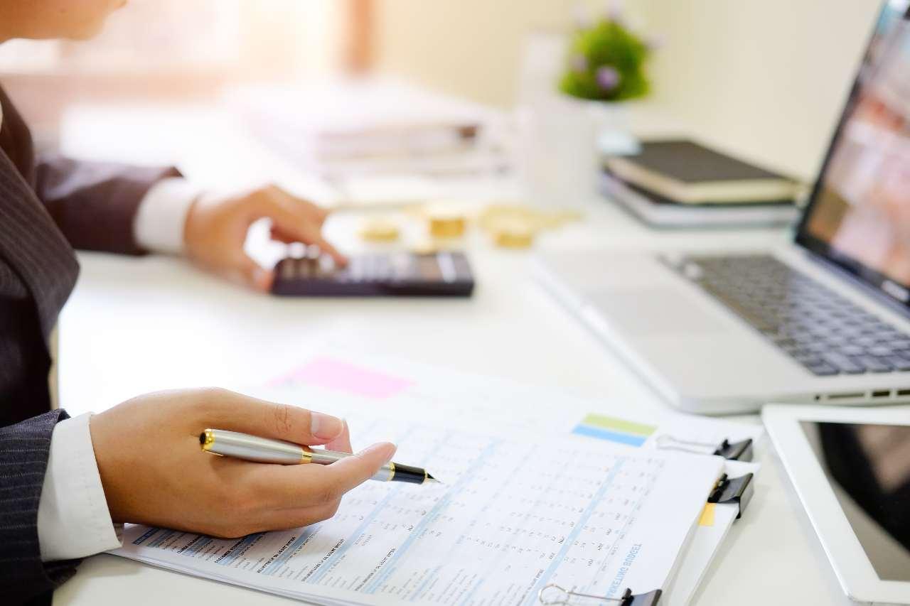 Controlli fiscali (foto Adobestock)