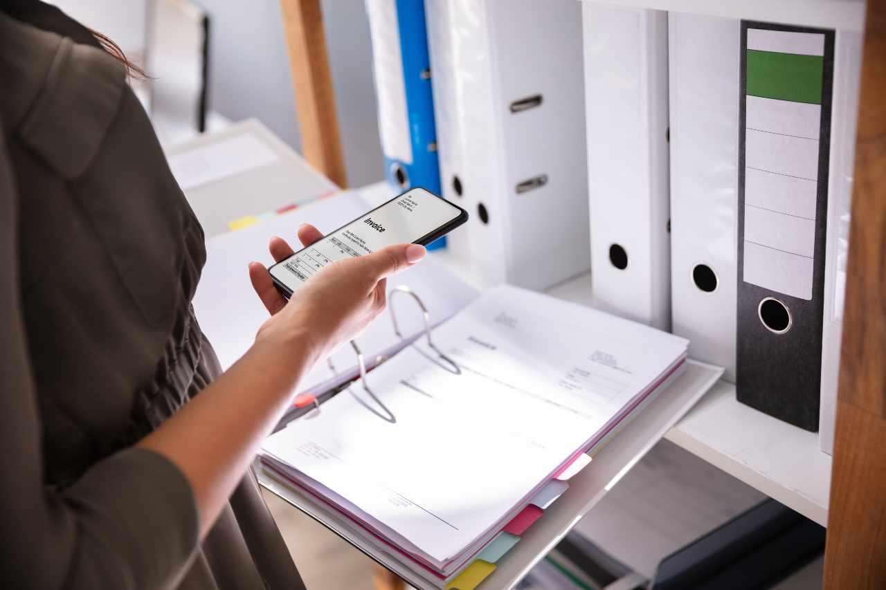 file nascosti sugli smartphone (foto Adobestock)