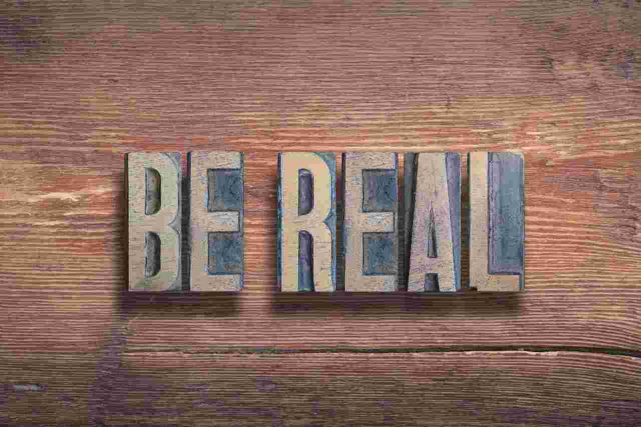 Be Real, il nuovo social inneggia all'essere se stessi (Adobe Stock)