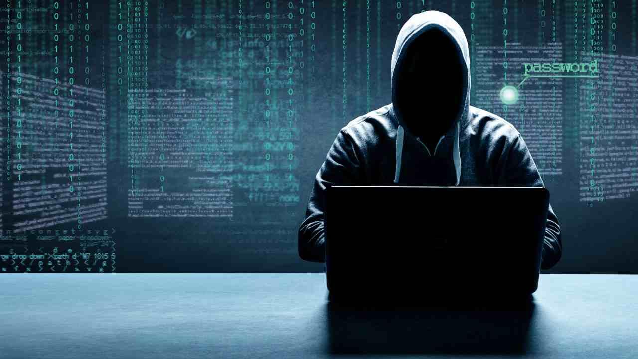Hacker. Il furto di dati personali tra i pericoli della rete di ricarica (Adobe Stock)