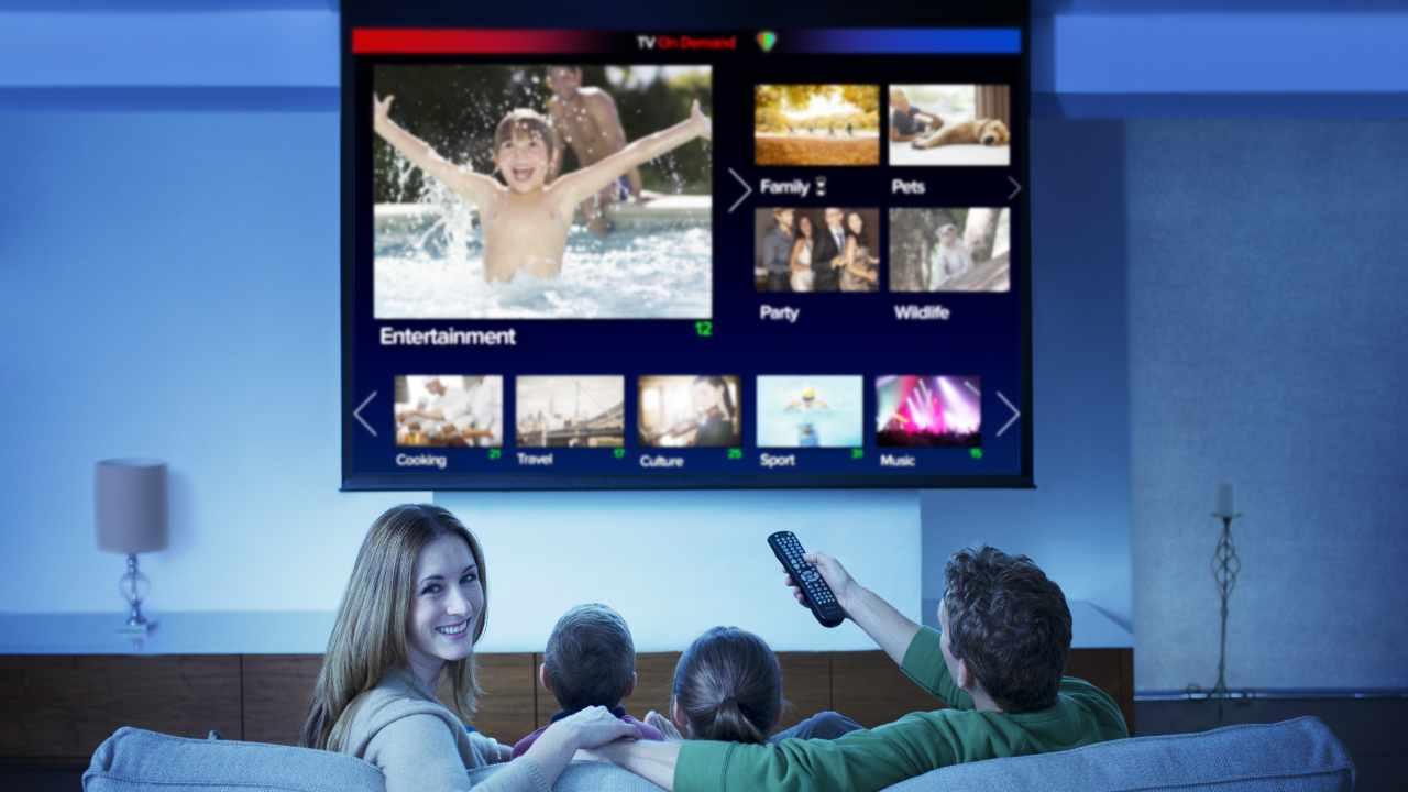 bonus tv rottamazione smart tv (Adobe Stock)
