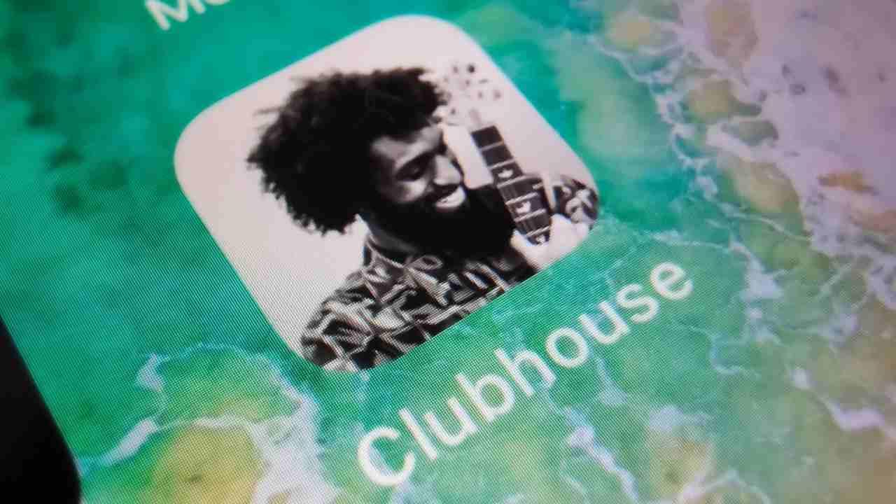 Dati Cliubhouse e Facebook in vendita (Foto Fanpage)