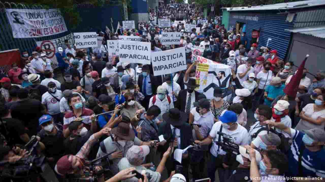 Proteste a El Salvador (Foto Dw.com)