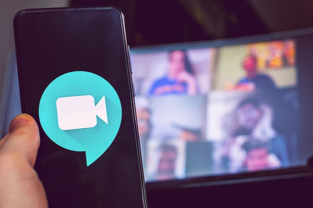 Google Meet, l'app che ha superato zoom nelle videocall (Adobe Stock)