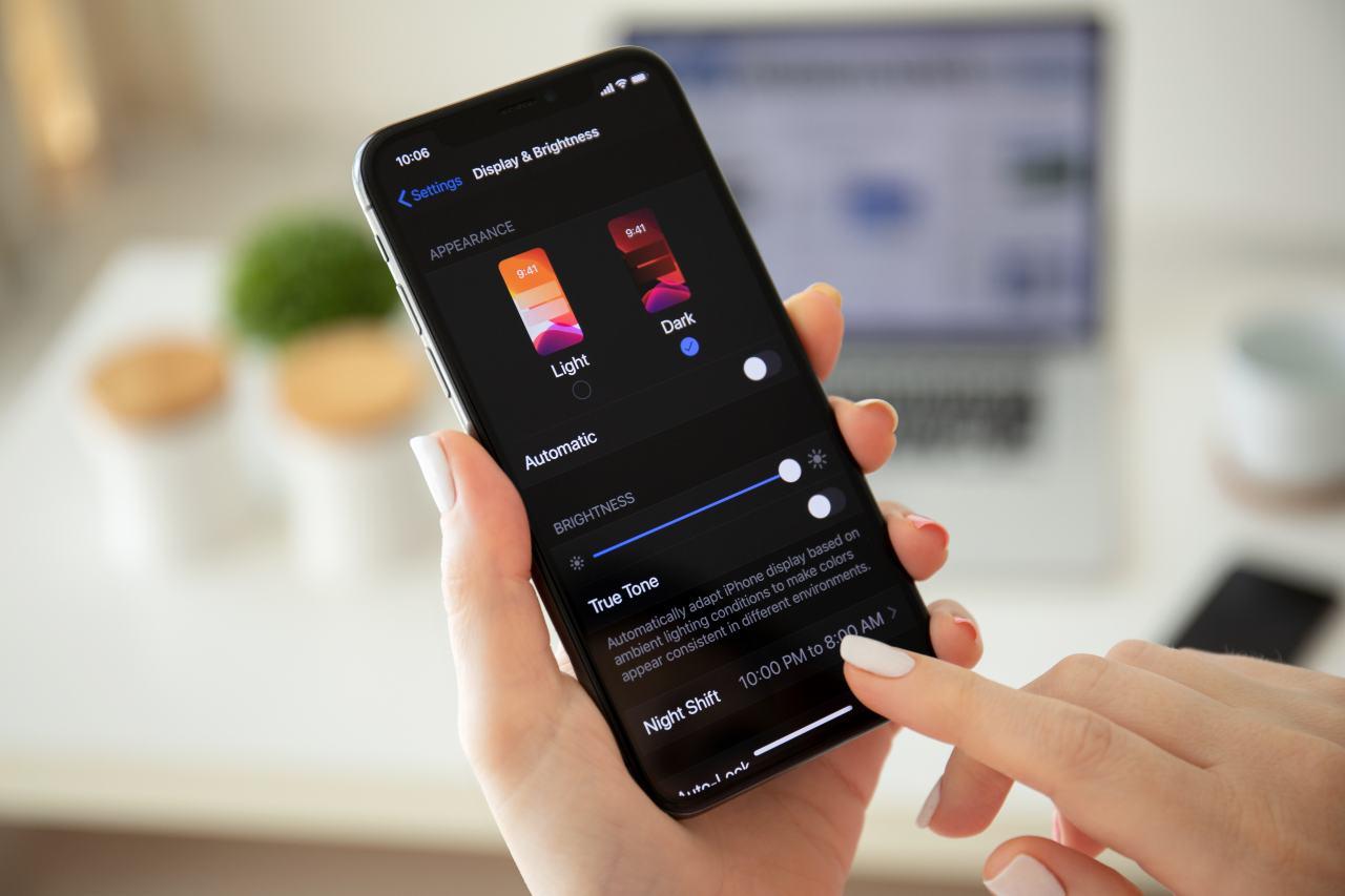 iPhone, come spostare la barra di Safari (Adobe Stock)