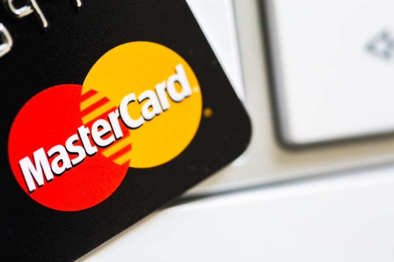 Mastercard, organizzazione di proprietà di oltre 25.000 istituti finanziari che emettono le loro carte (Adobe Stock)