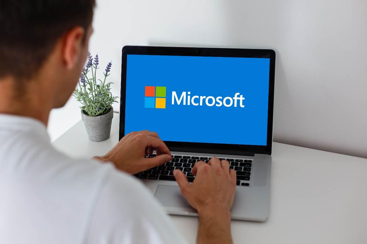Microsoft, il futuro (prossimo) è nel cloud (Adobe Stock)