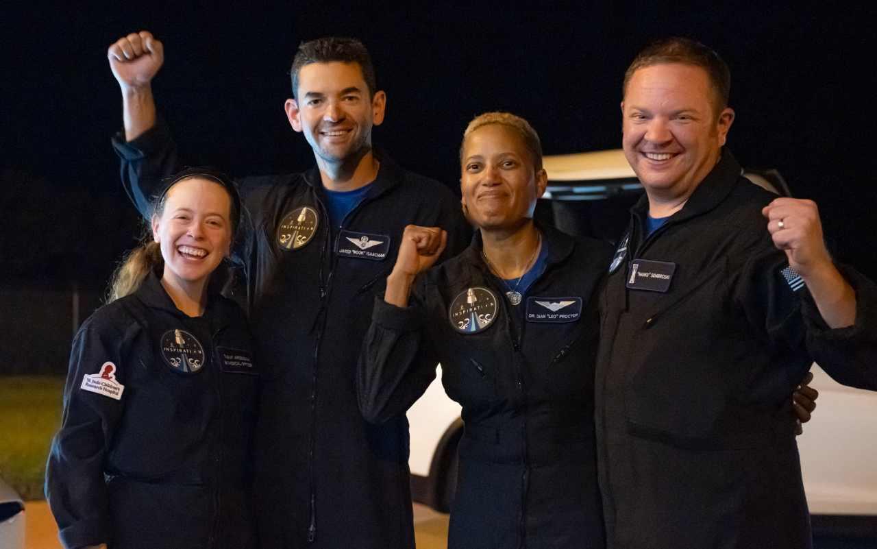 SpaceX, tornati a terra i 4 turisti spaziali
