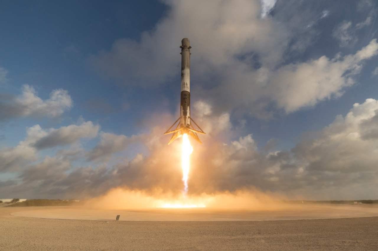 SpaceX, apple oltre la Terra (Foto Wikipedia)