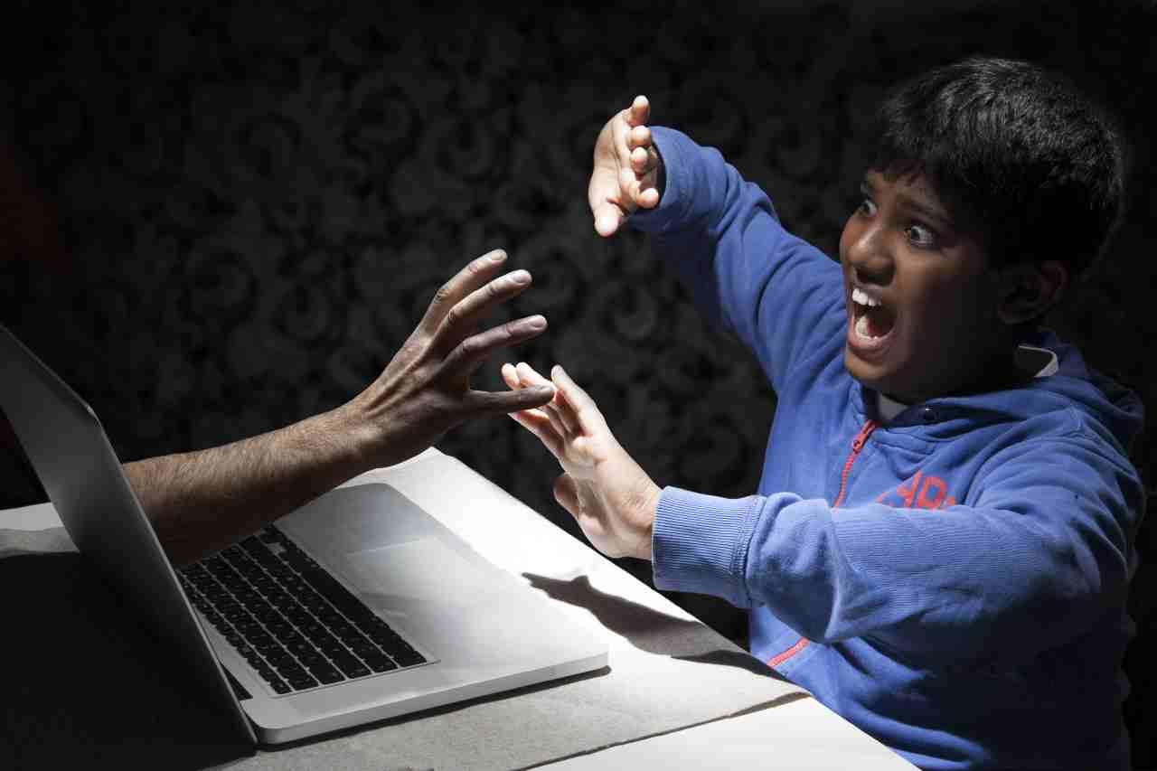 Cyberbullismo, Twitch mette un freno (Adobe Stock)
