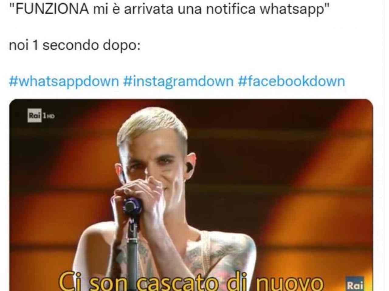 WhatsApp down: alcuni meme