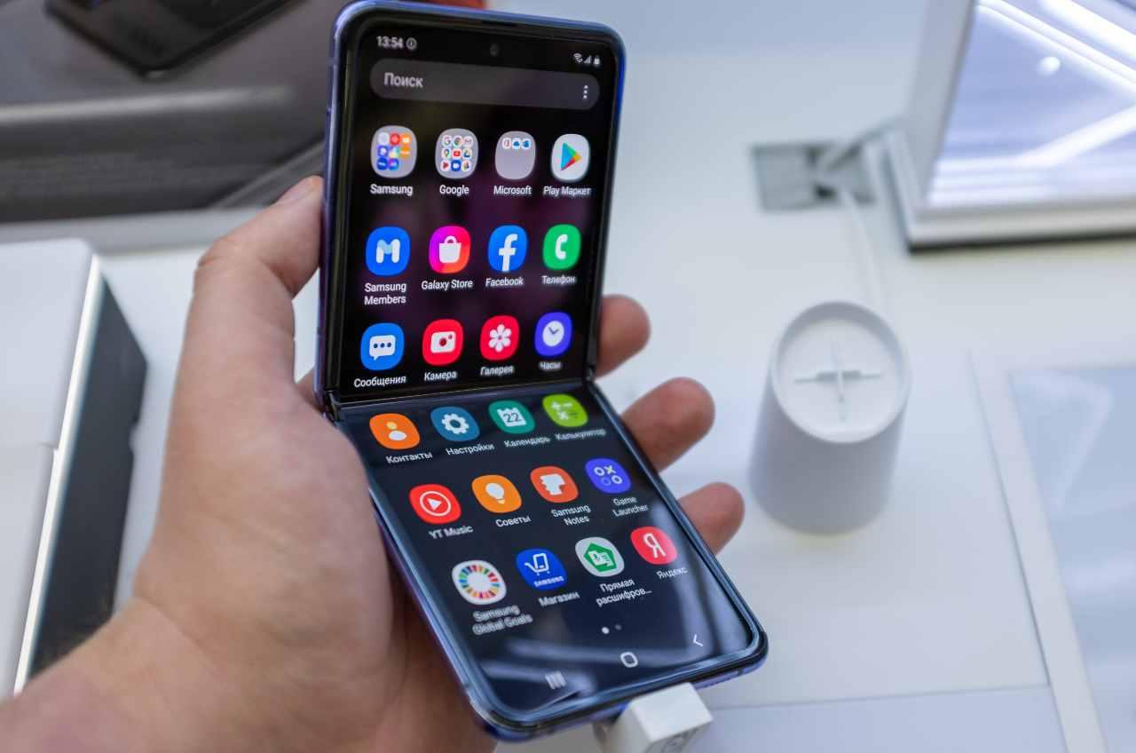 Samsung, un occhio di riguardo per i fordable (Adobe Stock)