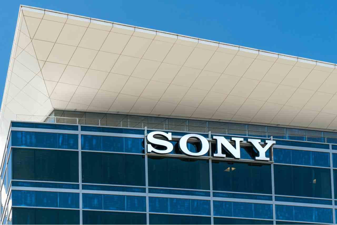 Sony lancia un altoparlante wireless con archetto da collo (Adobe Stock)