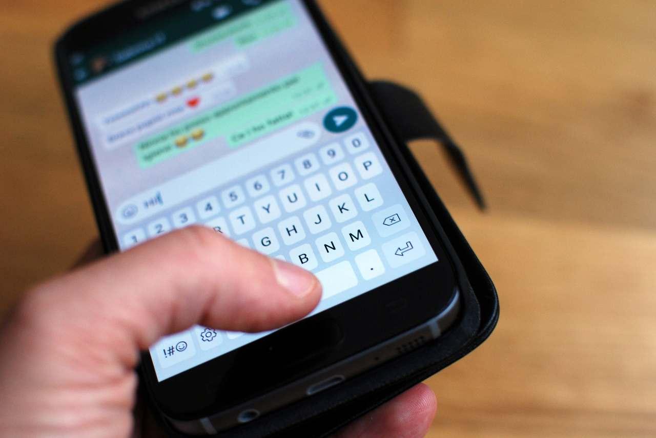 whatsapp, la messaggistica istantanea numero uno al mondo... nonostante tutto (Adobe Stock)